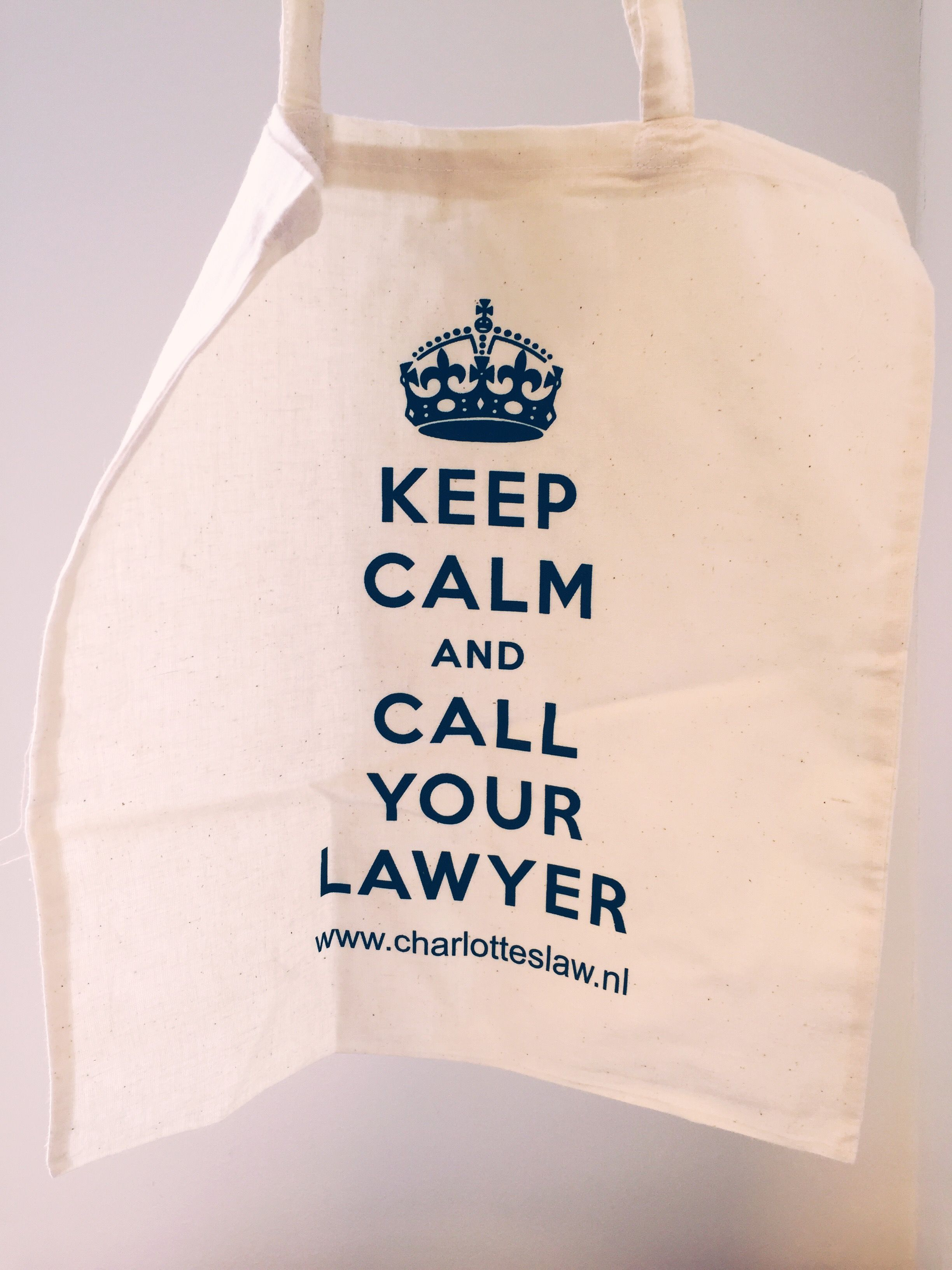 ef777a8519b handige katoenen tas, bijvoorbeeld voor boodschappen. Licht van gewicht,  klein op te vouwen, met leuke aansprekende tekst - Keep Calm and Call Your  Lawyer