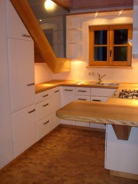 10 cocinas bajo la escalera casa pinterest bajo las for Barra bajo escalera