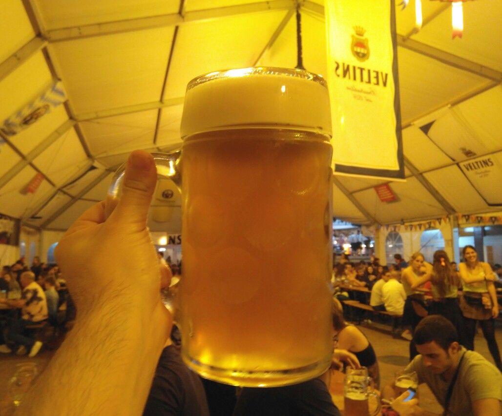 Enormemente Populares Y Festivas Son Siempre Las Fiestas De La Cerveza La De Toda La Vida En Parque De Atracc Fiesta De Cerveza Oktoberfest Pure De Patatas