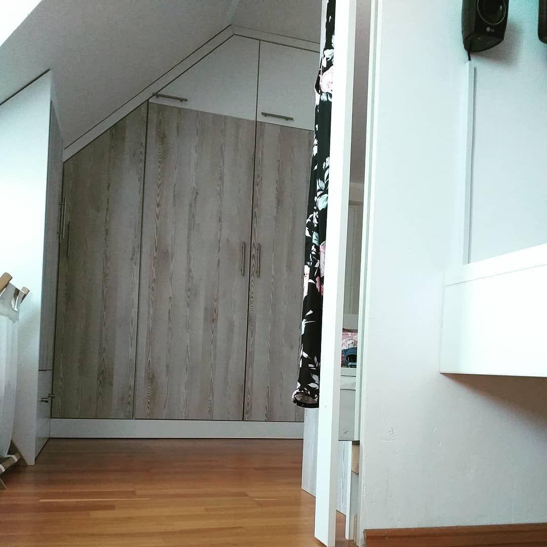 Schlafzimmer Einbauschrank Mit Ankleideecke Ein Grosser Spiegel