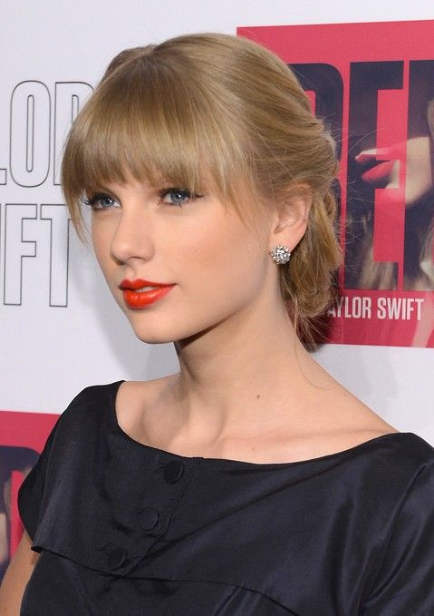 Taylor Swift Braided Updo With Sleek Blunt Bangs Hairstyles Weekly Taylor Swift Updo Taylor Swift Bangs Hairstyles With Bangs