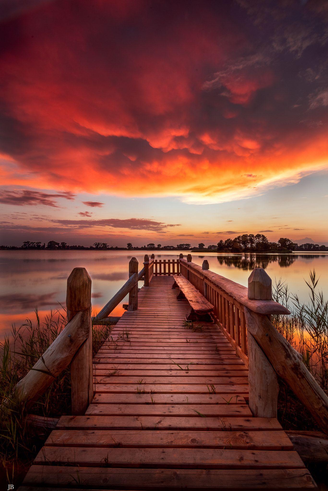 Amazing Sunset Beautiful Sunset In Lednica Lake Poland Sunset Pictures Amazing Sunsets Beautiful Landscapes