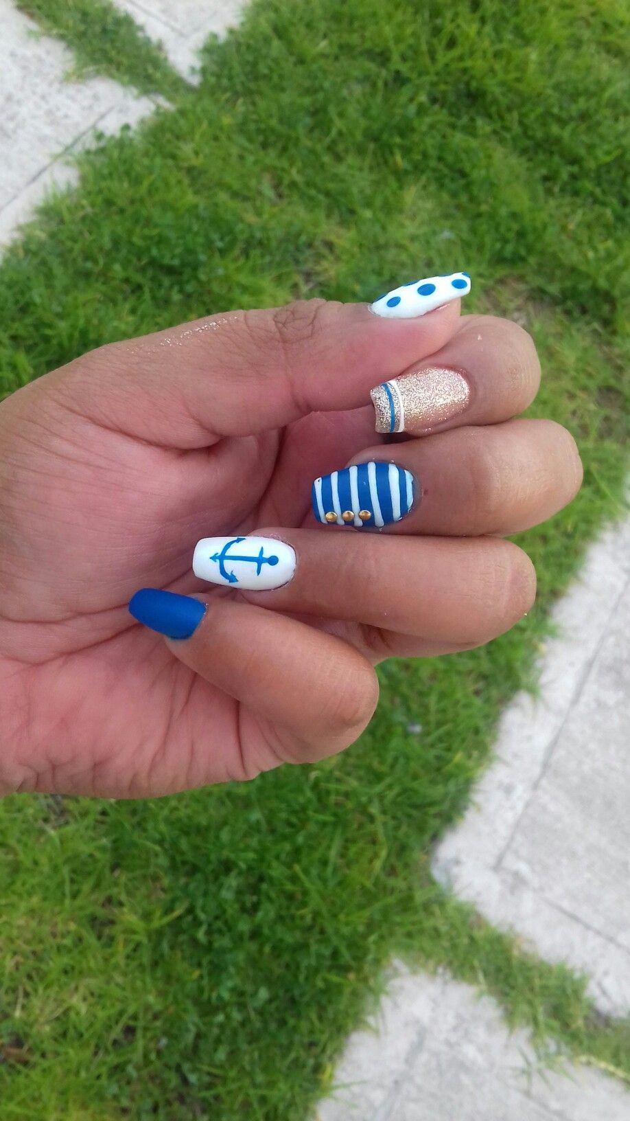 Diseño marino en azul rey con blanco y dorado | uñas bonitas ...