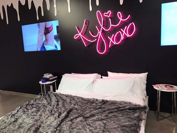 Inside The Kylie Jenner Pop Up Shop Stylish Bedroom Kylie Jenner