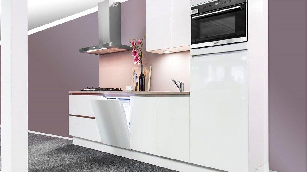 Keukenloods rechte keuken met een mat witte lak en een