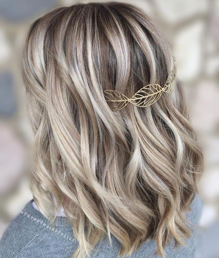 Icy blonde/ dimensional blonde balayage/ ashy blonde/ low lights/ medium length #lightashblonde