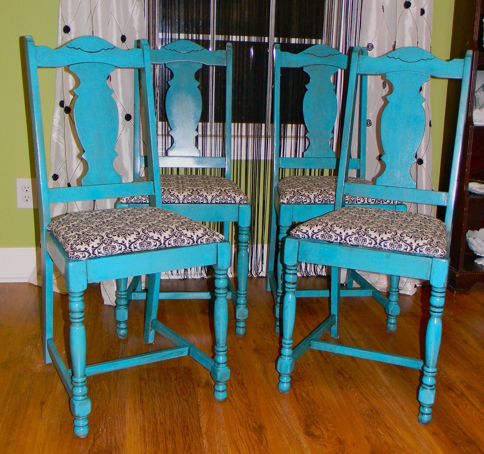 Cute dining room chairs turquoise pinterest for Sillas comedor turquesa