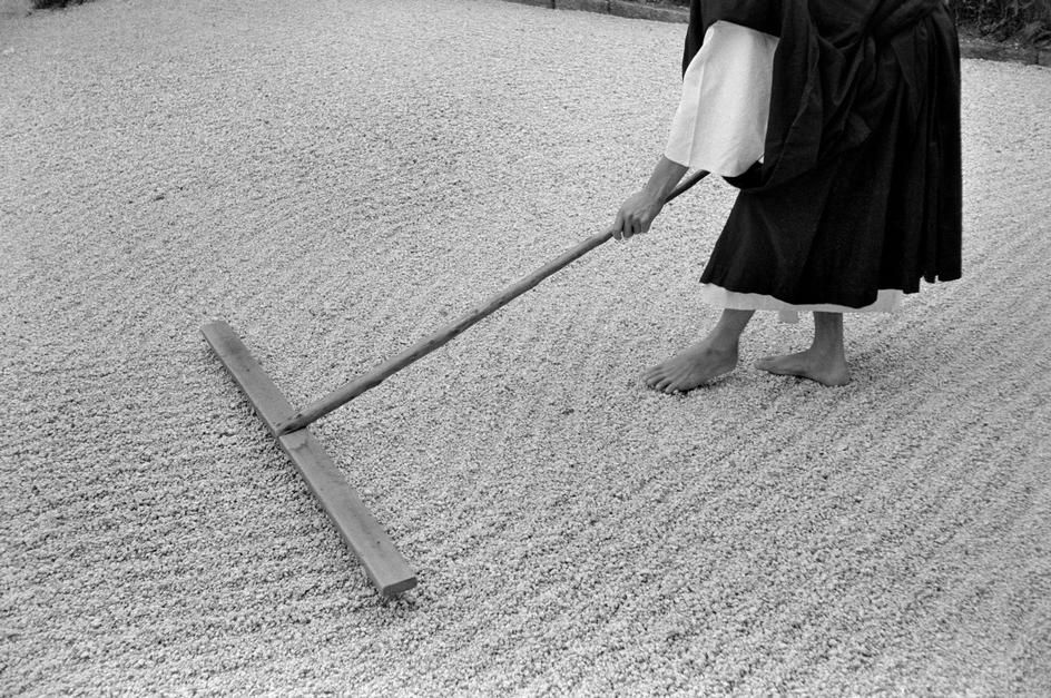 JAPAN. Kyoto. Monk rakes gravel in zen garden at Daitokuji temple. 1961..  © Rene Burri/Magnum Photos