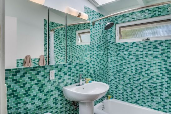 Hall bathroom, Cliff May Rancho. Architect/Builder: Cliff ...