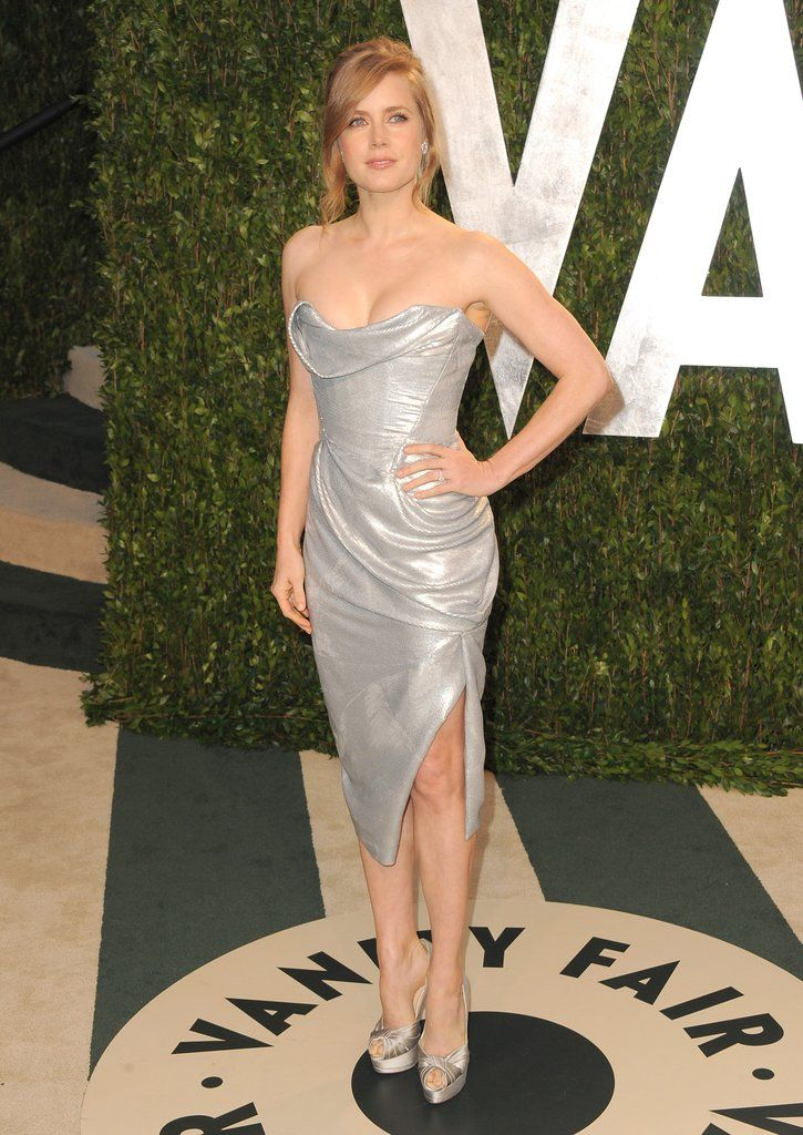 Amy Adams gorgeous in a strapless silver dress and silver ... | 725 x 1024 jpeg 134kB