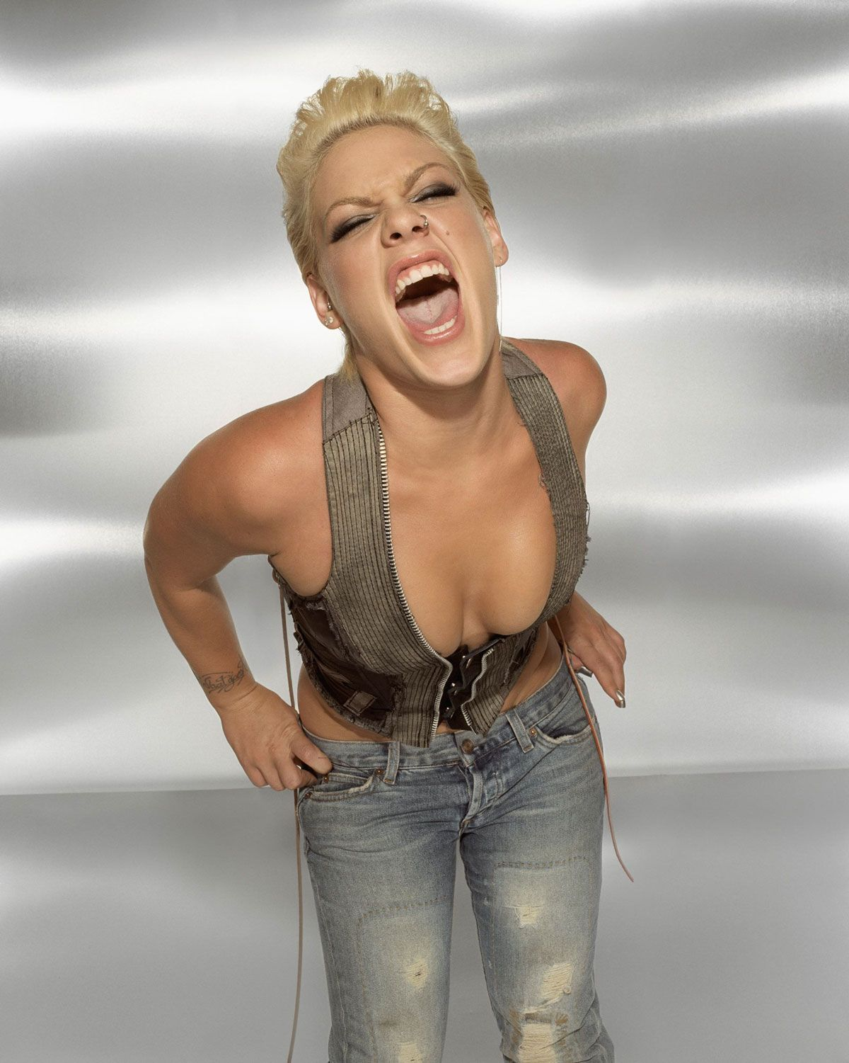 Celebrity Alecia Beth Moore naked (78 photo), Ass, Hot, Instagram, see through 2006