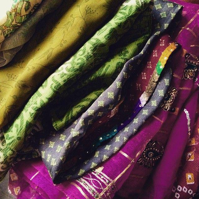 My package finally arrived from Delhi ... Beautiful vintage saris for my future creations :) Por fin llego mi paquetito desde Delhi... Preciosos vintage saris para mis futuras creaciones !! #trivialitylab #creativity #textile #colorful #vintage #sari