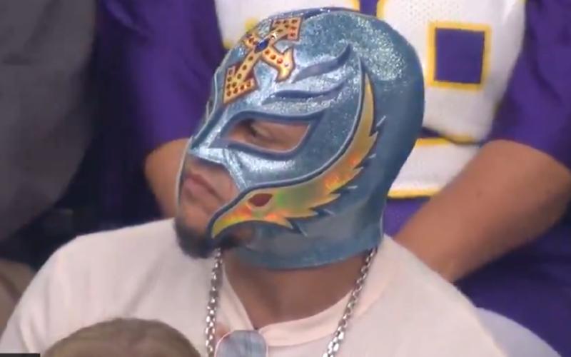 Fox Nfl Announcer Says Rey Mysterio Is Like Nacho Libre During Vikings Game Vikings Game Nacho Libre Nfl