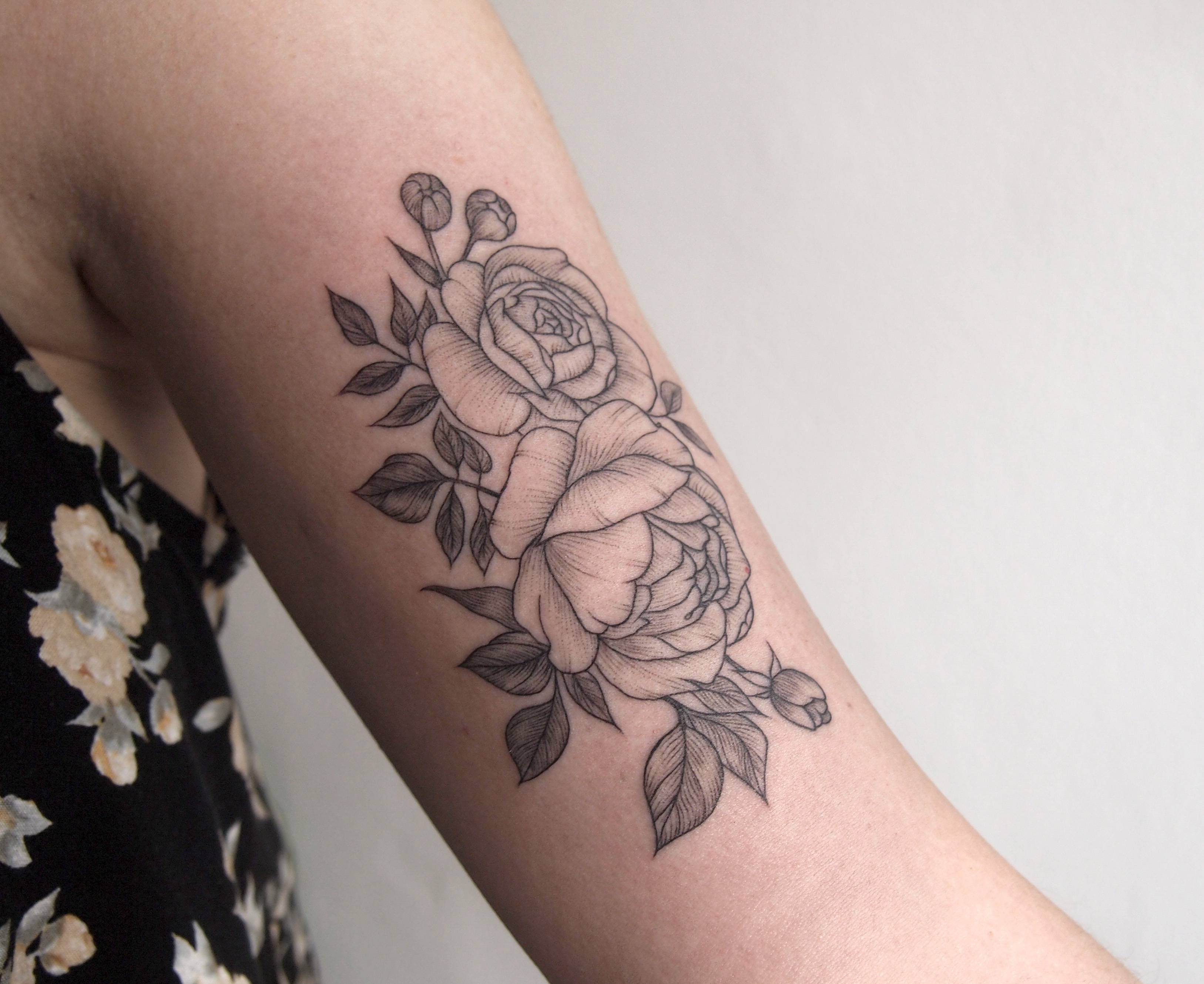Floral linework on bicep Tattoo People Toronto Jess Chen | Bicep ...