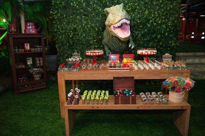 ¡Muchas ideas para mantener el tema de la fiesta de dinosaurios!                                                                                                                                                      Más