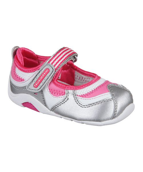 With bikes to ride and games of hide-and-seek to play, these stylish sneakers are a serious necessity. Velcro straps grant easy on/offs and their machine-washable nature crafts a good-as-new exterior just a simple spin cycle away.Size note: This style runs large. TSUKIHOSHI recommends ordering a half size down. For example, if you would normally order size 8.5 the brand recommen...