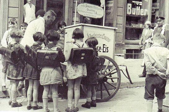 Berlin, Scheunenviertel,Der Eismann, circa 1929