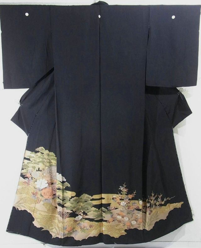 This is a kimono fabric cut into Kurotomesode shape and stitched roughly before sewing to make kurotomesode.  It has a design of peacock, 'botan'(peony), 'matsu'(pine tree) and wave, which is dyed