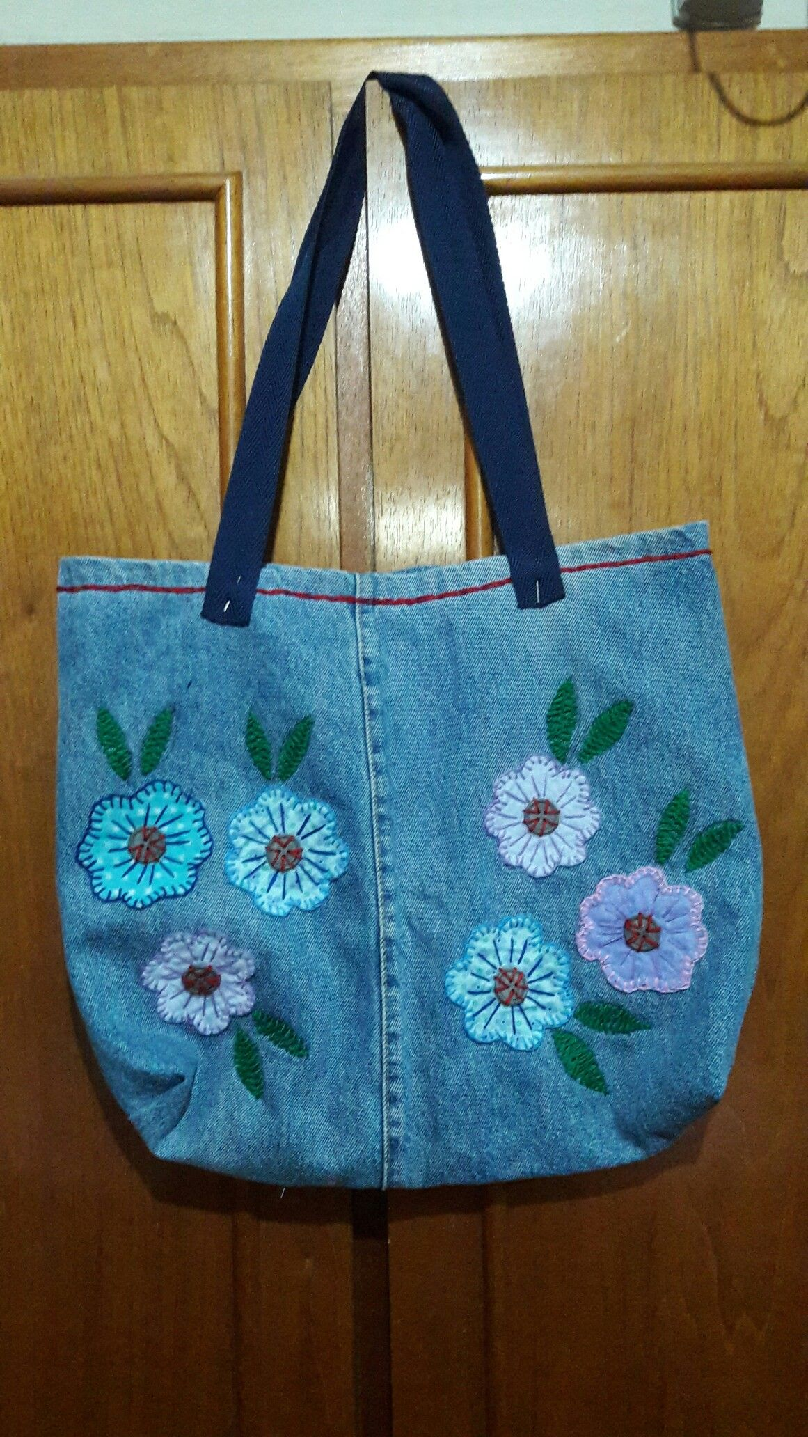 Photo of Bolsa de perna de calça  jeans.