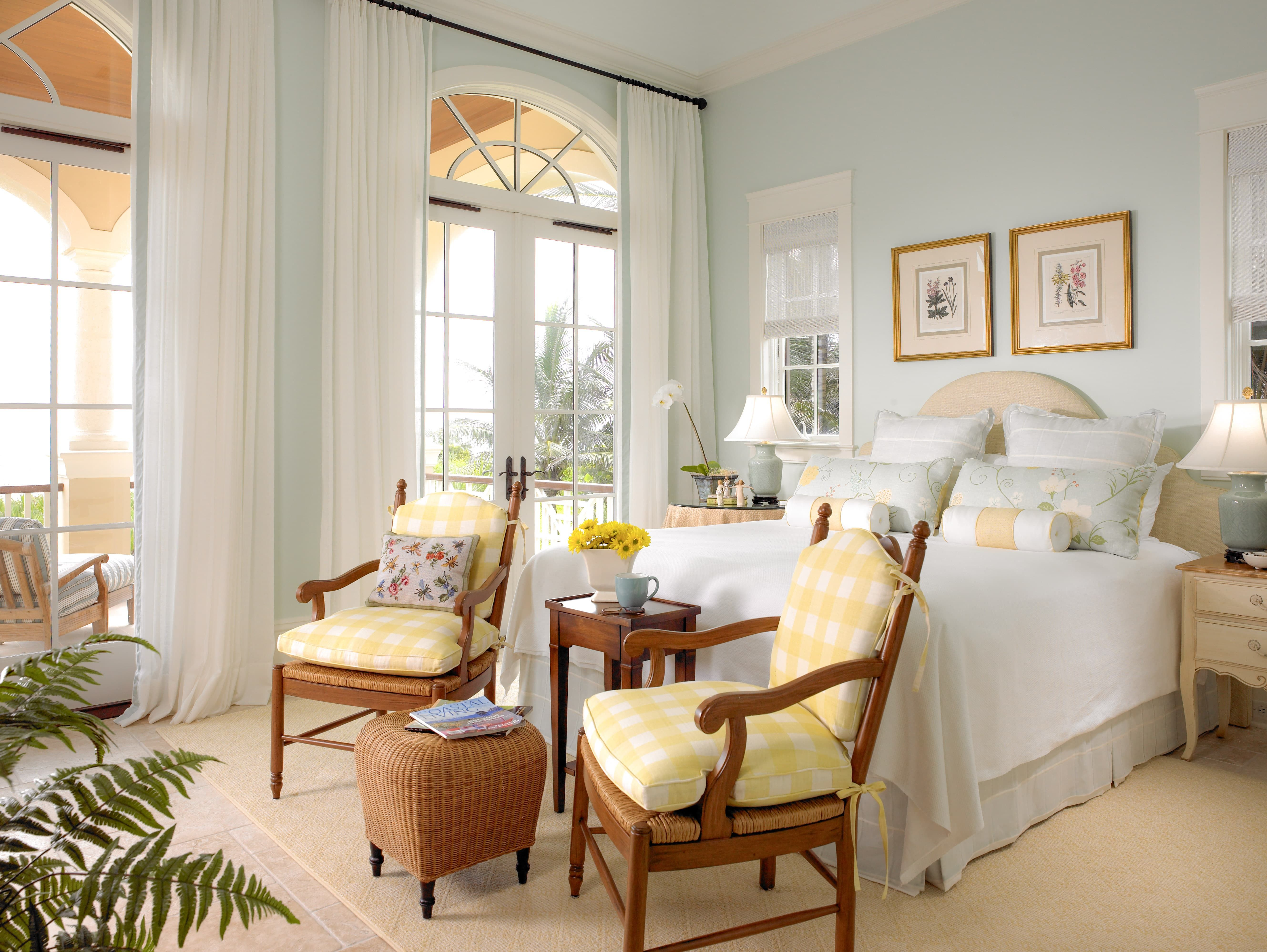 French Country Cottage Bedroom Decor Inspiration Yellow Blue Bedroom Tradi Traditional Bedroom Design Farmhouse Bedroom Decor Country Cottage Bedroom Decor