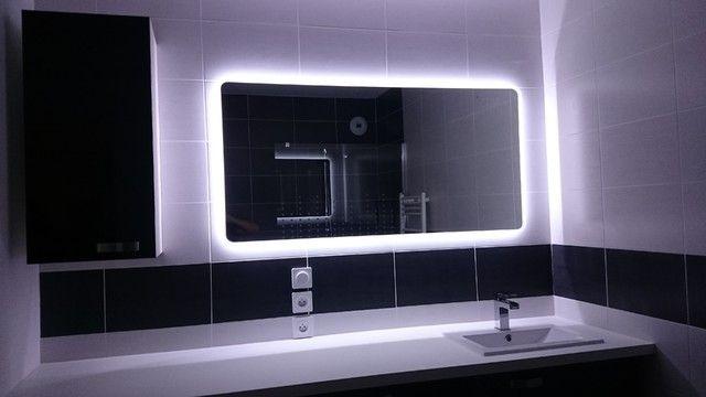 Autour Du Miroir Ruban Led Pour Eclairer La Salle De Bain Ruban Led Salle De Bains Moderne Miroir Salle De Bain