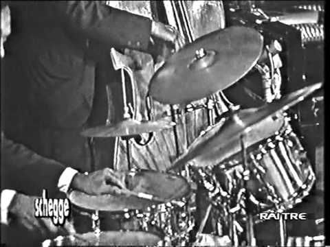 Oscar Peterson Trio - Triste with Sam Jones - Bobby Durham, Live in Rome 1969 - ABSOLUTELY AMAZING