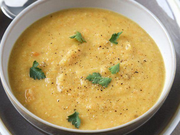 Möhrensuppe mit Linsen und Koriander ist ein Rezept mit frischen Zutaten aus der Kategorie Gemüsesuppe. Probieren Sie dieses und weitere Rezepte von EAT SMARTER!
