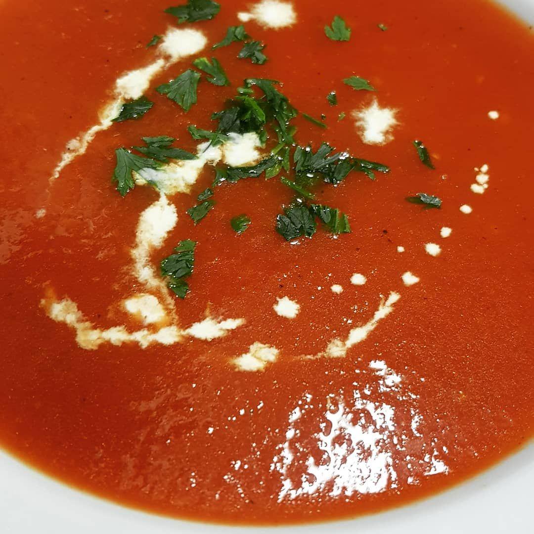 Krem pomidorowy 🍅 #tomatosoup #krempomidorowy #soup #foodporn #parsley #tomato #pomidorowa
