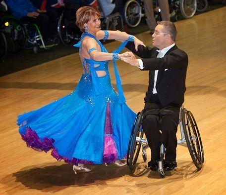 Dançar sobre rodas é enlouquecer espectadores | Portal PcD On-Line