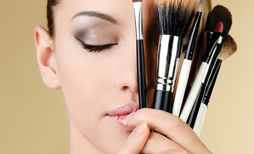 BASIC MAKEUP TIPS FOR BEGINNERS For some, makeup is a