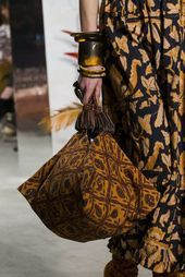 From the fashion shows comes the identikit of the trend bags of …- Dalle sfila…