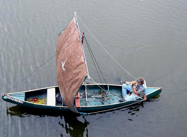 How To Make A Sail Canoe The Q Canoe W A Square Sail Boat Canoe Plans Boat Building