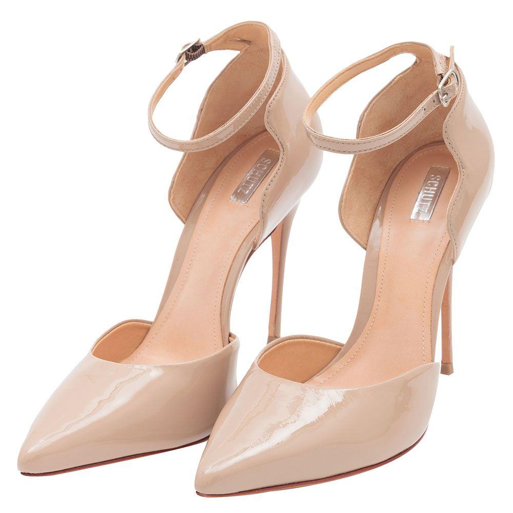 c540a0151 SCHUTZ Scarpin pulseira recortes verniz bege | Sapatos ♥ | Sapatos ...
