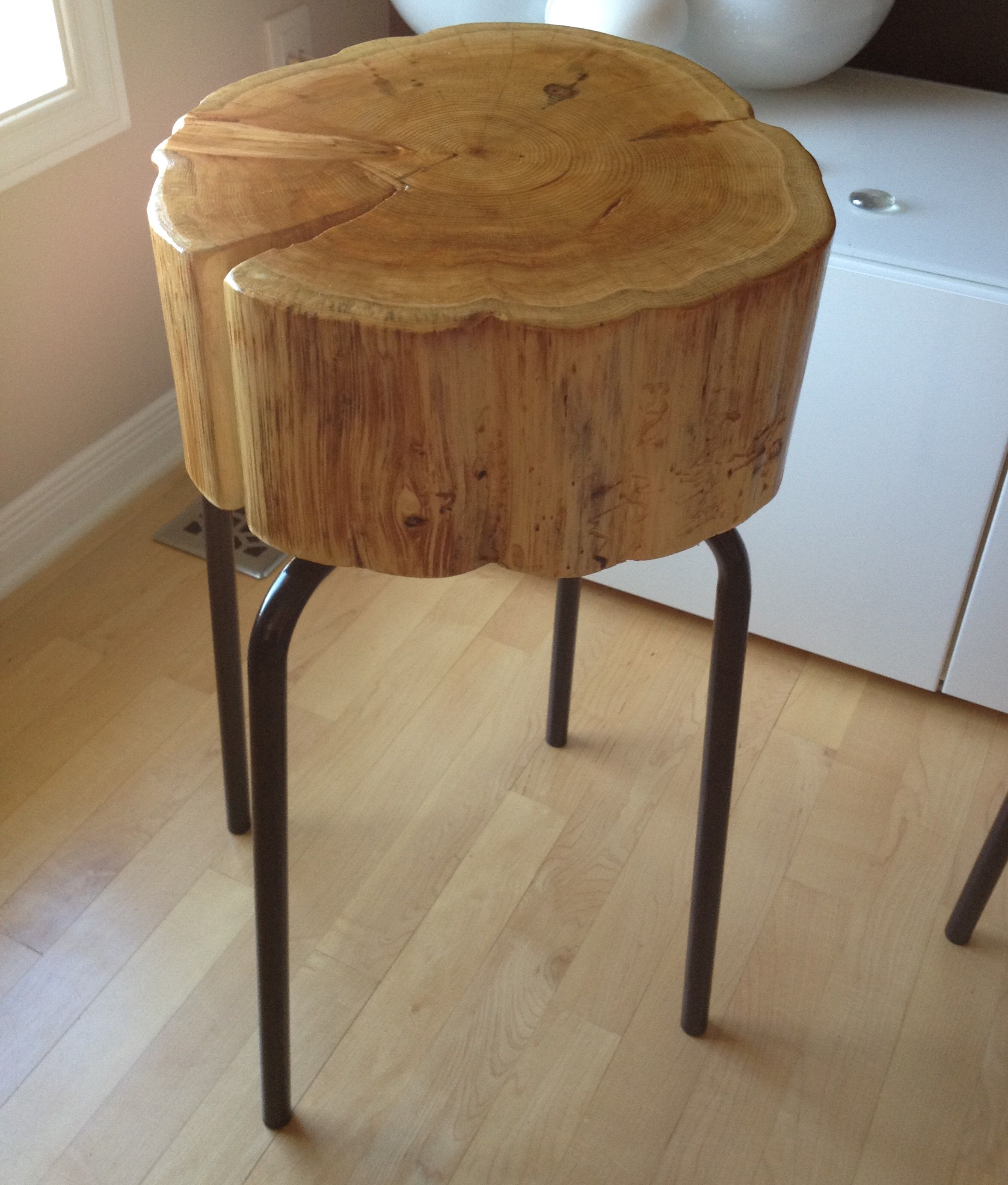 sliced stump side table/metal legs live edge table with hairpin