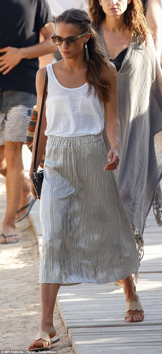 Alicia Vikander exudes summery chic in metallic pleated ...