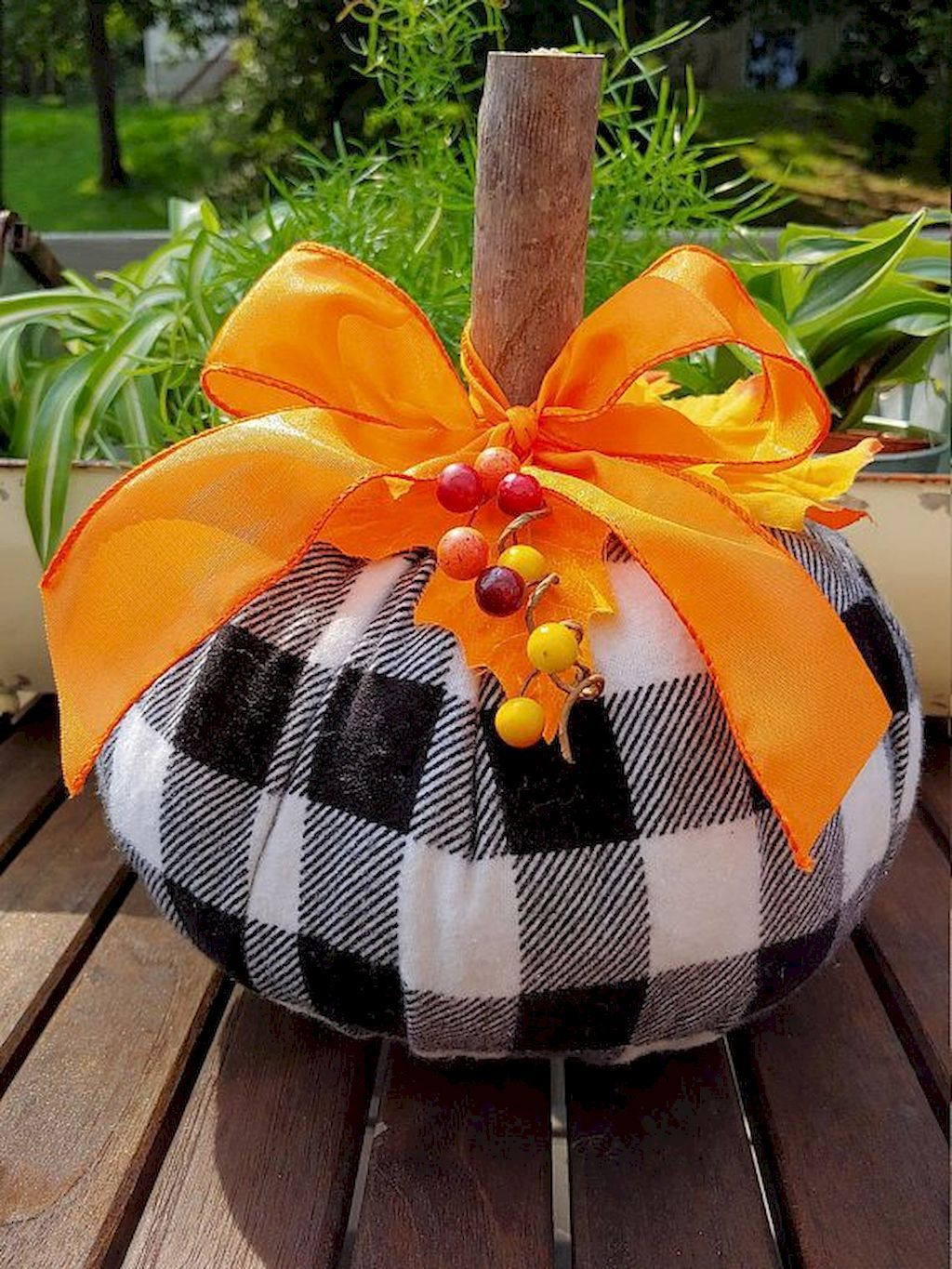 Easy And Inexpensive Fall Decorating Ideas Fall crafts