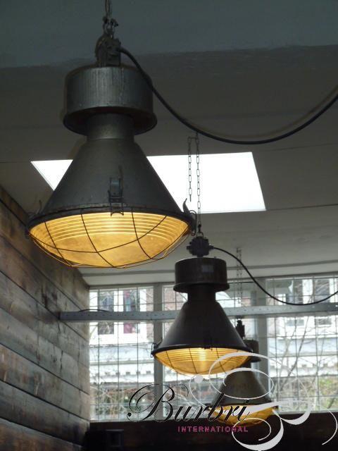 Oude Industriële lampen met bol glas , zeer stoer - Industriële ...
