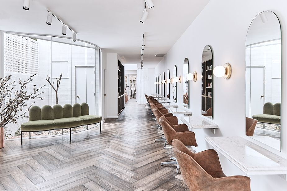 Photo of Ein irdener Luxe-Friseursalon – La Boutique von Belinda Jeffery – Comfortel Salon Furniture