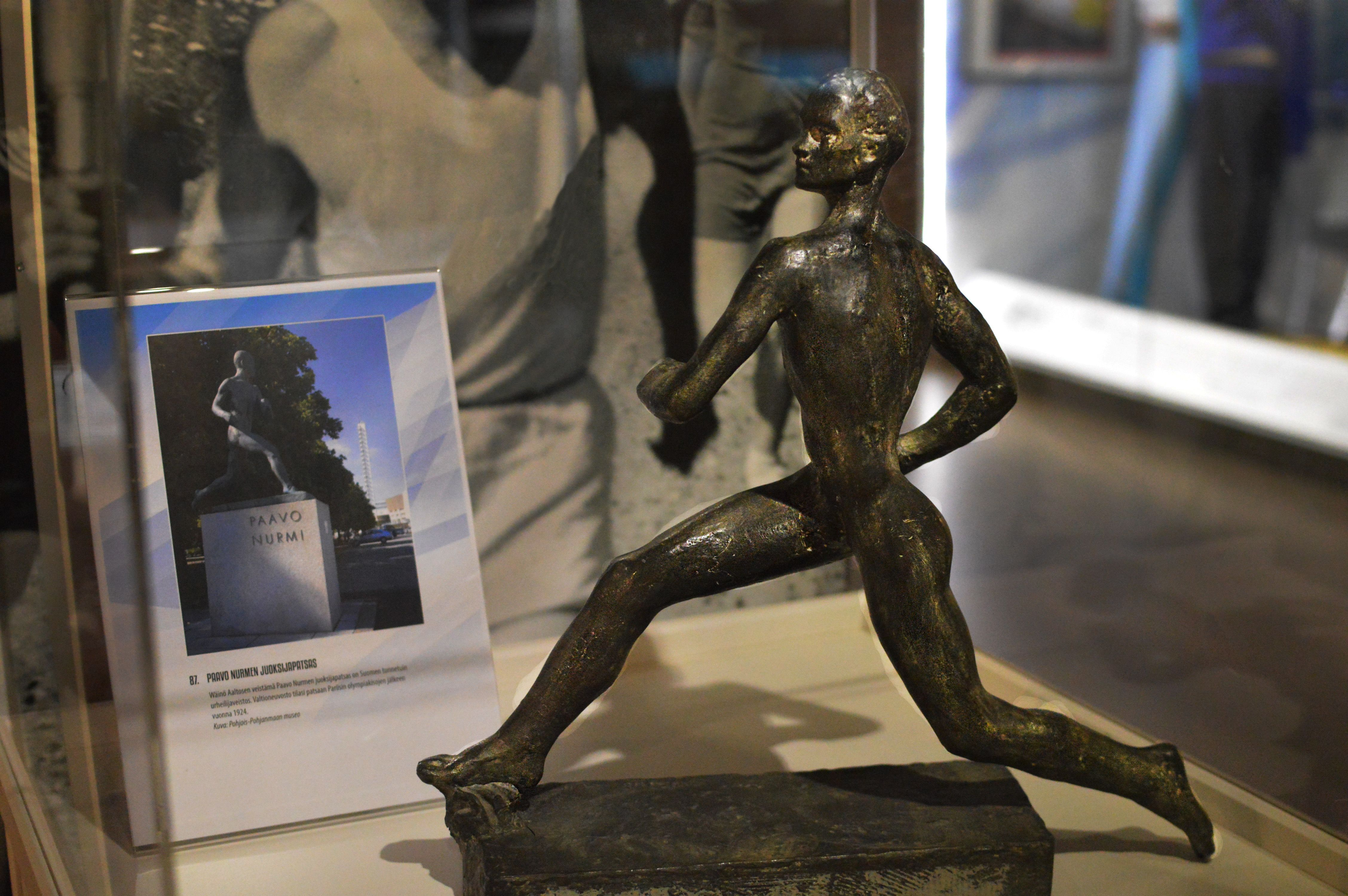 Wäinö Aaltosen veistämä Paavo Nurmen juoksijapatsas on Suomen tunnetuin urheilijaveistos. Valtioneuvosto tilasi patsaan Pariisin olympiakisojen jälkeen vuonna 1924. Patsaan katsottiin olevan kansakunnan symboli, joka kuvasi sekä suomalaisen rodullista voimaa ja sisua että kulttuurisia saavutuksia.
