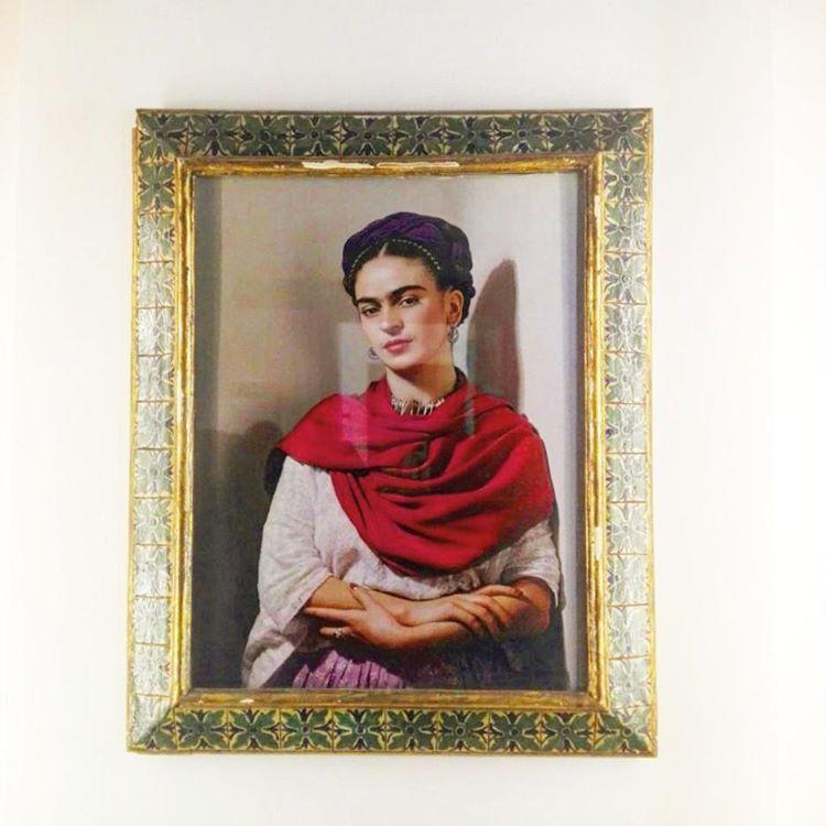 """15 Me gusta, 1 comentarios - Natalia Briceño Zozaya (@nataliabricenoz) en Instagram: """"Santa, musa, amante, querida, bisexual, víctima y sobreviviente, Frida Kahlo, es el modelo mismo de…"""""""