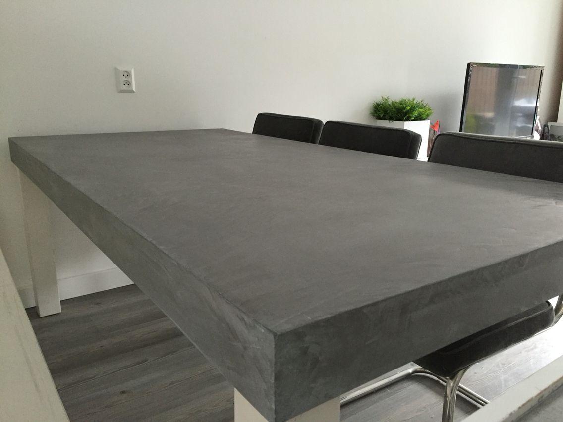 Bestaande tafel betonlook afgewerkt met mortex tisch
