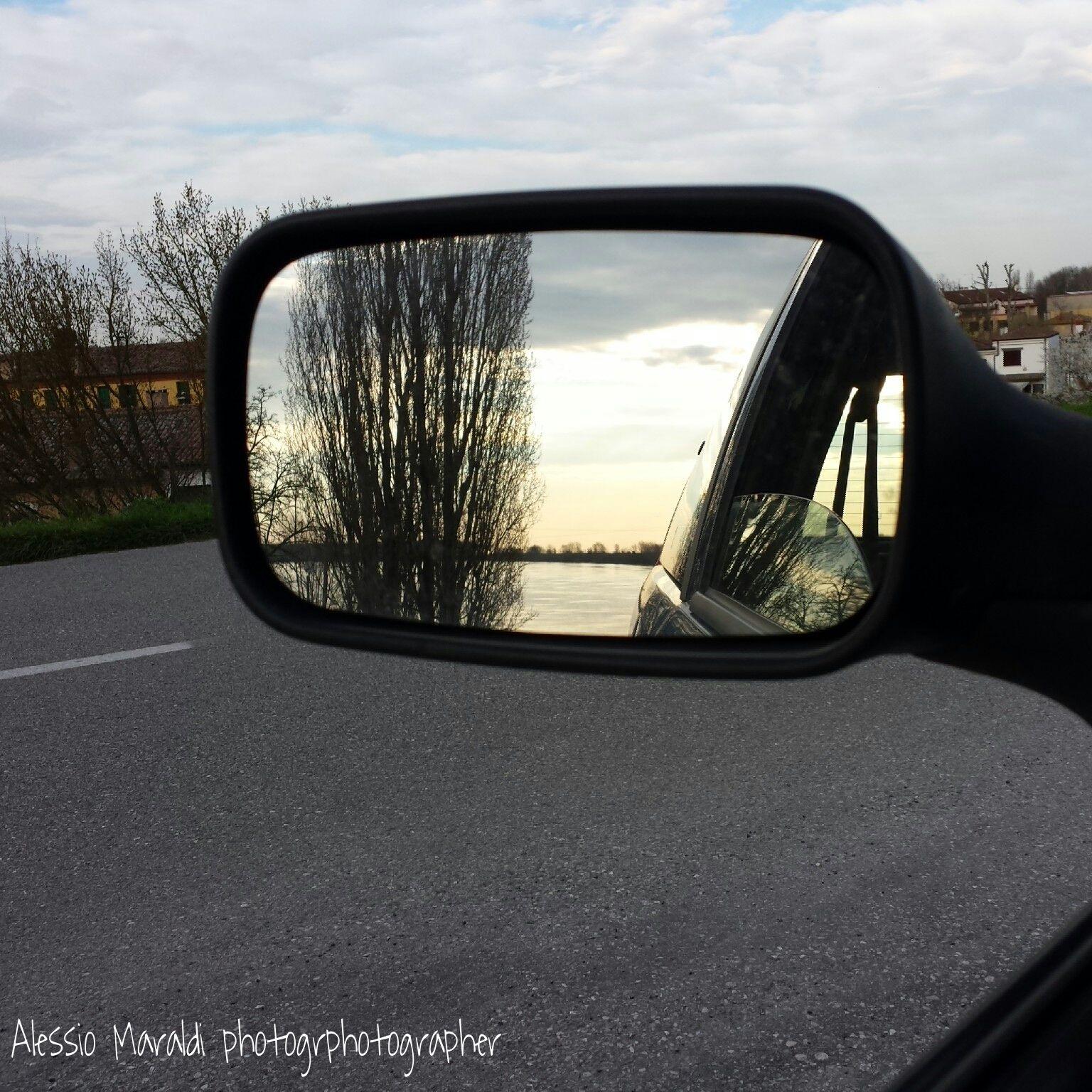#foto #specchietto #fiume #strada #street #river