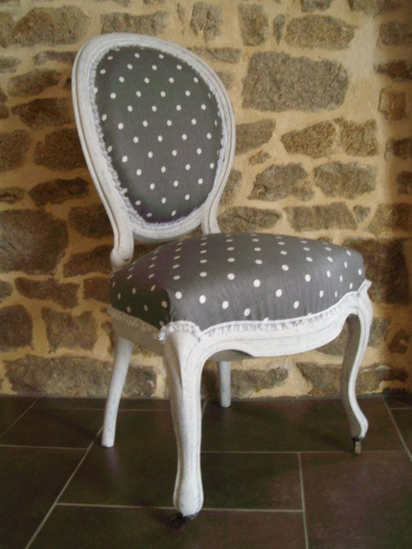 chaise ancienne renov gris pois blanc tapisser peinture. Black Bedroom Furniture Sets. Home Design Ideas