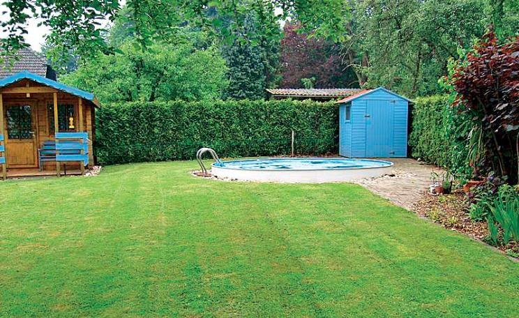 1 Garten, 2 Ideen: Gestaltungsideen für einen Swimmingpool ...