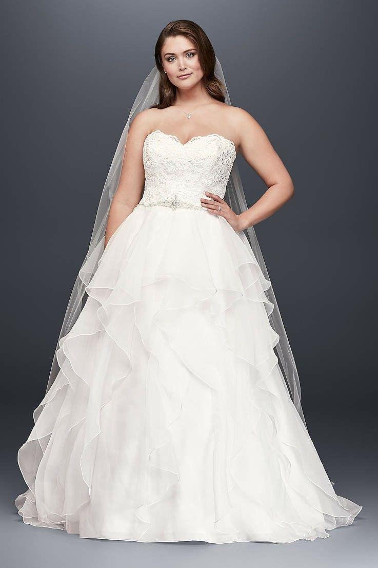 With a short blue jean jacket  Ballkleid hochzeit, Hochzeitskleid