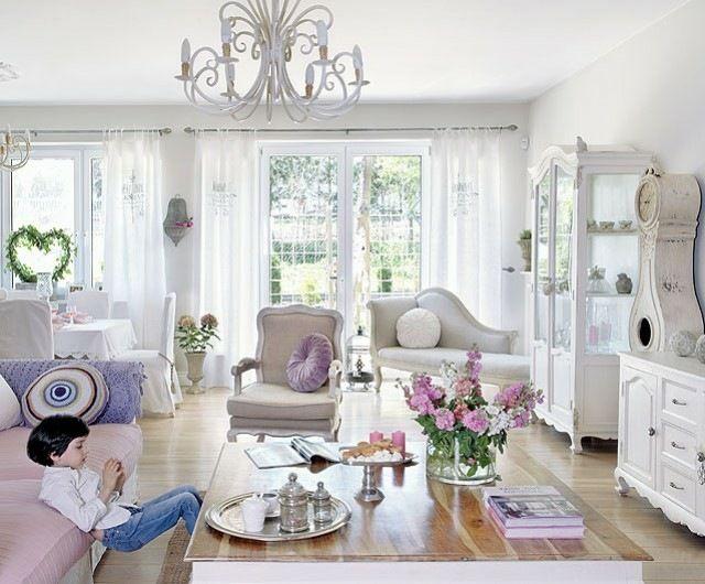 Wohnzimmer Gestalten Shabby Chic Lila Akzente Blumen