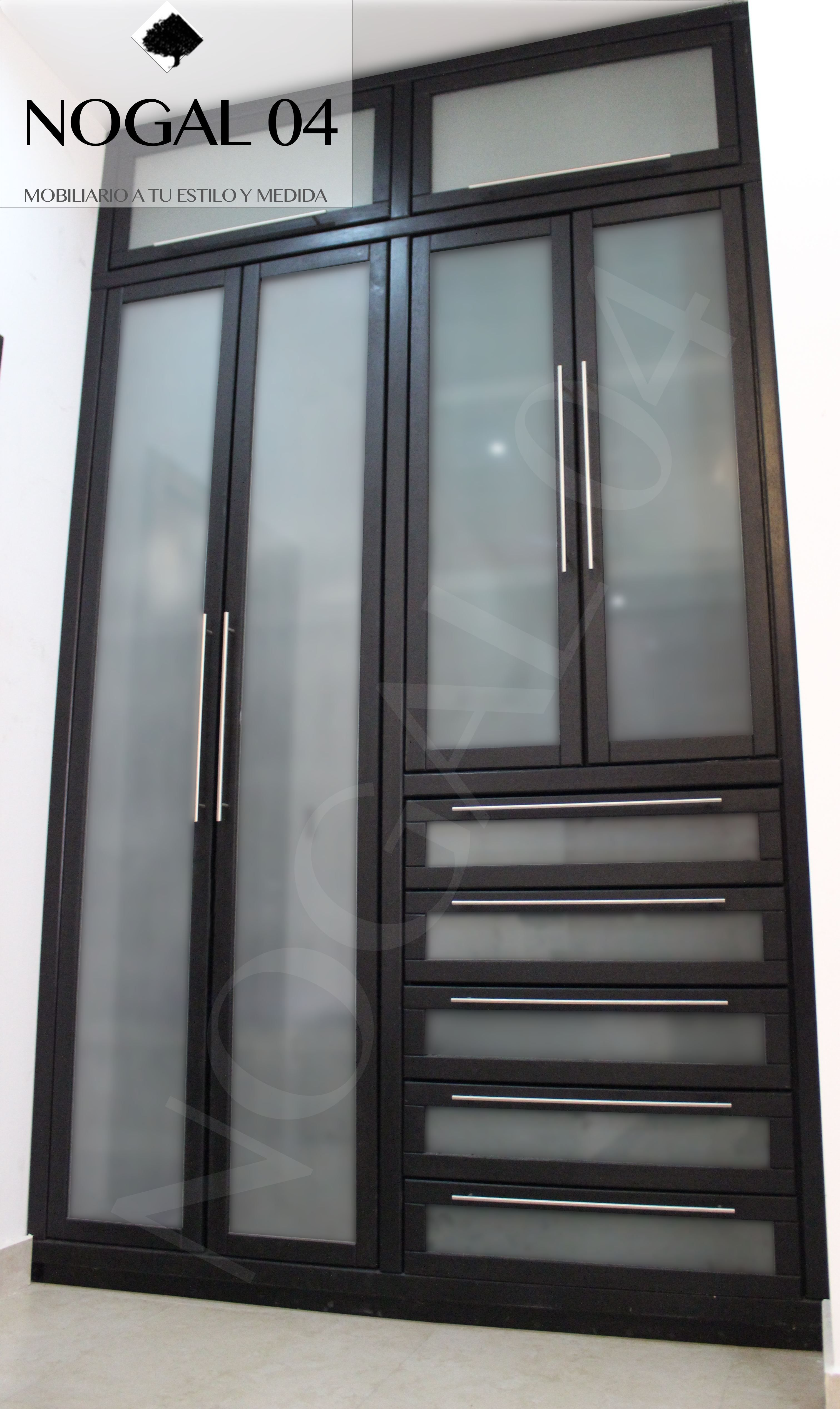 Closet En Madera De Banak Color Chocolate Con Puertas De Vidrio Esmerilado Distamos Tu Espacio Y Fabri Closet De Aluminio Repisas De Vidrio Puertas De Closet