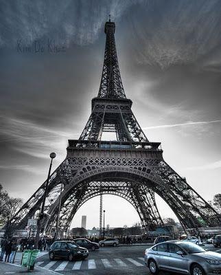 Chanyoll Menara Eiffel Menara