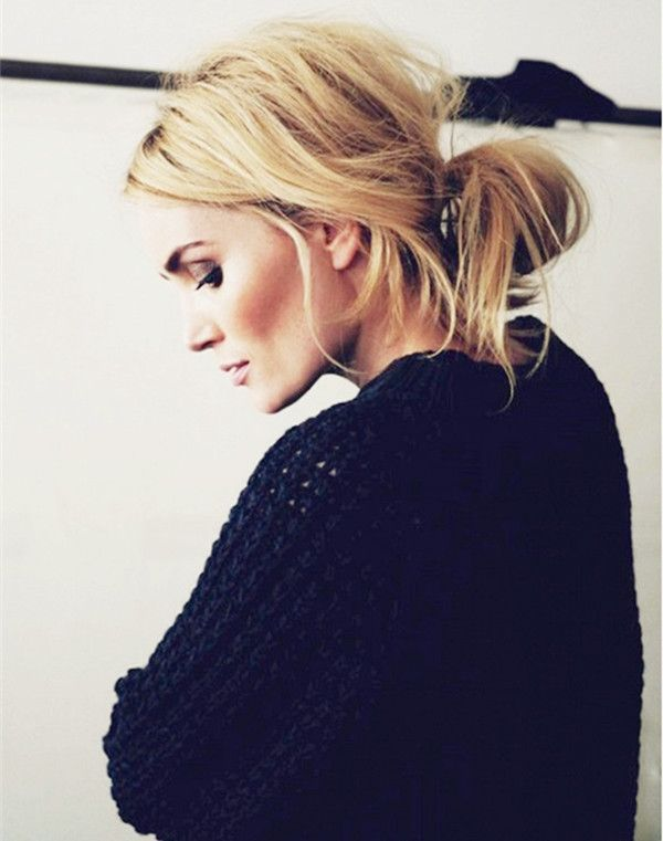 Messy low bun, can be easily done within 5 minutes, natural, leisure and fashion looking