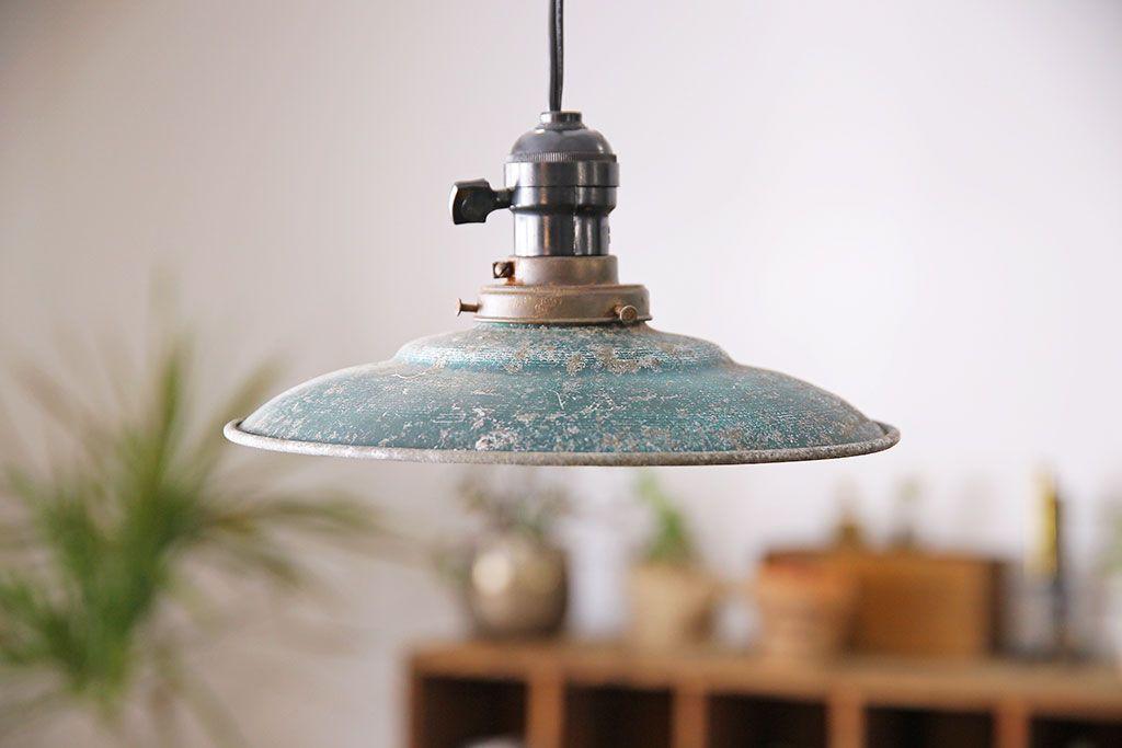 ビンテージ 古びた風合いが渋いアルミシェードのペンダントライト 天井
